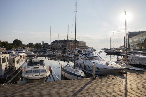 Universitetet ligger vid gästhamnen mitt i Kalmar