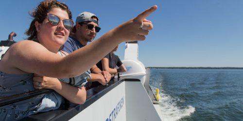 Studenter tar färjan över till Öland